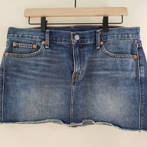 Levi's | Denim Miniskirt with Raw Hem Size 29